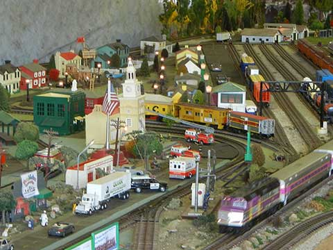 Model Train Display | Daily Entertainment