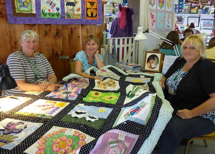 Ladies Quiltting | Arts & Crafts Exhibits