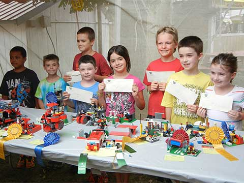 Kids at Arts and Crafts Show | Arts & Crafts - Daily Entertainment